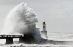 在灯塔的风暴 库存照片
