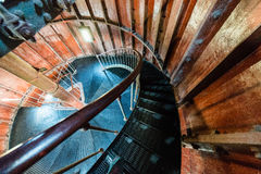 在灯塔里面的一部螺旋形楼梯 库存图片