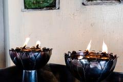 在灯笼的烛光焰在泰国寺庙 免版税库存照片