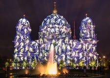 在灯节的柏林圆顶期间在柏林 免版税库存照片
