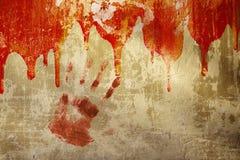 在灰泥墙壁上的血液 库存图片