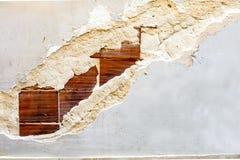 在灰泥墙壁的砖 免版税库存照片