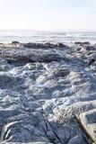 在灰色岩石的软的波浪 免版税库存照片