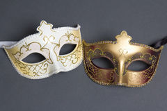 在灰色的两个美好的狂欢节面具 图库摄影