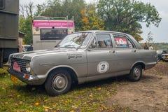 在灰色的经典英国汽车Vauxhall 免版税库存照片