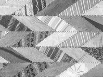 在灰色织品地毯的特写镜头表面抽象织品样式在房子地板在黑白吨构造了背景 免版税库存图片