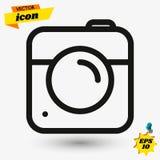 在灰色背景在时髦平的样式的照相机象隔绝的 您的网站设计的照相机标志,商标,应用程序,UI ?? 免版税库存图片