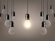 在灰色背景的传染媒介电灯泡 现实样式灯 库存图片