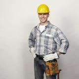 微笑的年轻建造者 免版税库存图片