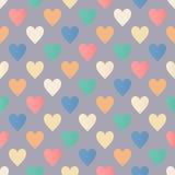 在灰色背景的无缝的五颜六色的心脏样式 库存照片