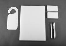 在灰色背景的空白的文具 包括名片, 库存照片