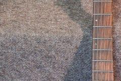 在灰色背景的脖子电吉他 免版税图库摄影