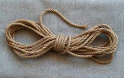 黄麻绳子 免版税库存照片