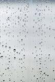 在灰色钢的许多小雨下落 免版税图库摄影