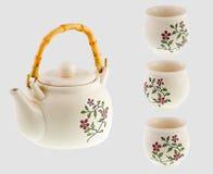 在灰色隔绝的陶瓷茶具 免版税库存图片