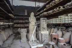 在灰被埋没出土的人的图的庞贝城再生产 库存图片