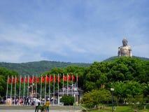 在灵山和正方形的盛大菩萨雕象 免版税库存图片