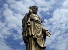 在灵山的盛大菩萨雕象 免版税库存照片