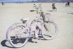 在灼烧的人的燃烧器的毛茸的自行车2015年 免版税库存图片