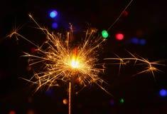 在灼烧的闪烁发光物期间的火花 库存照片
