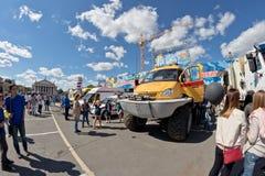 在灾害medici巨大的轮子的一辆耐震车Kerzhak  图库摄影