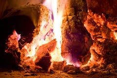 在炭烬的火 免版税库存图片