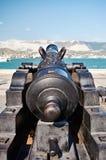 在炮架的古色古香的大炮 库存图片