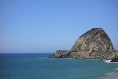 在点Mugu,加州的峭壁 免版税库存图片