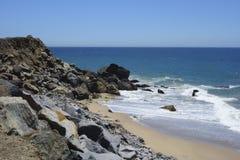 在点Mugu, SoCal的海滩 免版税图库摄影