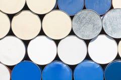 在炼油厂区域的油桶 免版税图库摄影