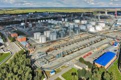 在炼油厂植物的鸟瞰图 秋明州 俄国 免版税图库摄影