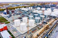 在炼油厂植物的鸟瞰图 秋明州 俄国 免版税库存照片