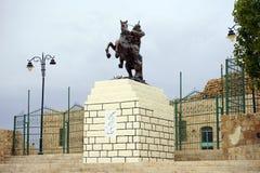 在烈士的城堡附近的萨拉丁的雕塑 免版税库存图片