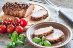 在烟肉包裹的被烘烤的猪肉 免版税库存照片
