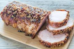 在烟肉包裹的被烘烤的猪肉 免版税图库摄影