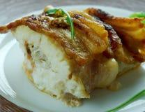 在烟肉包裹的被烘烤的鳕鱼 免版税库存图片