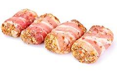 在烟肉的肉劳斯,剁包裹了牛肉用蘑菇 免版税库存图片