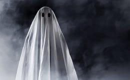 在烟背景的神奇鬼魂 库存图片