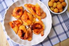 在烤箱充塞和烤的鸡胸脯 库存照片