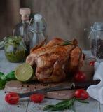 在烤箱烘烤的鸡的图片 库存照片