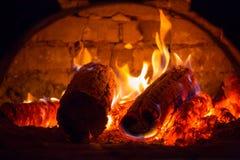 在烤箱的热的火焰 库存照片