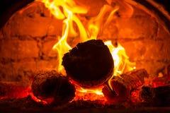 在烤箱的热的火 免版税库存照片