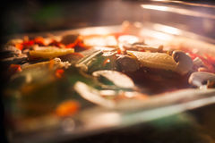 在烤箱的食物烘烤 免版税库存照片