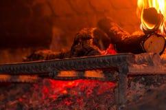 在烤箱的柴火 免版税库存图片