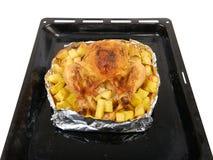 在烤箱整鸡的烘烤 免版税库存照片