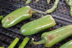 在烤肉格栅的墨西哥胡椒 免版税库存图片