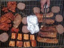 在烤肉格栅的肉 免版税库存照片