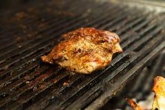 在烤肉烤的牛排 免版税图库摄影