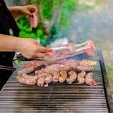 在烤肉烹调的肉 库存图片