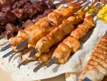 在烤肉的开胃可口油煎的肉烤户外 免版税库存图片